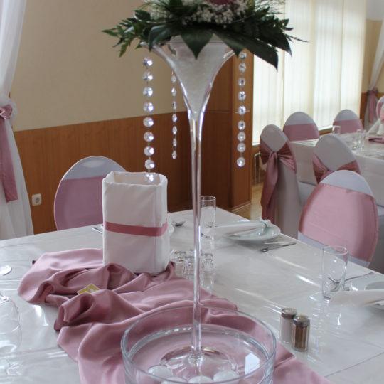 https://event-premiumdeko.de/wp-content/uploads/Glasvase-Martiniglas-Tischdeko-rosenholz-mieten-Hochzeitsdeko-540x540.jpg